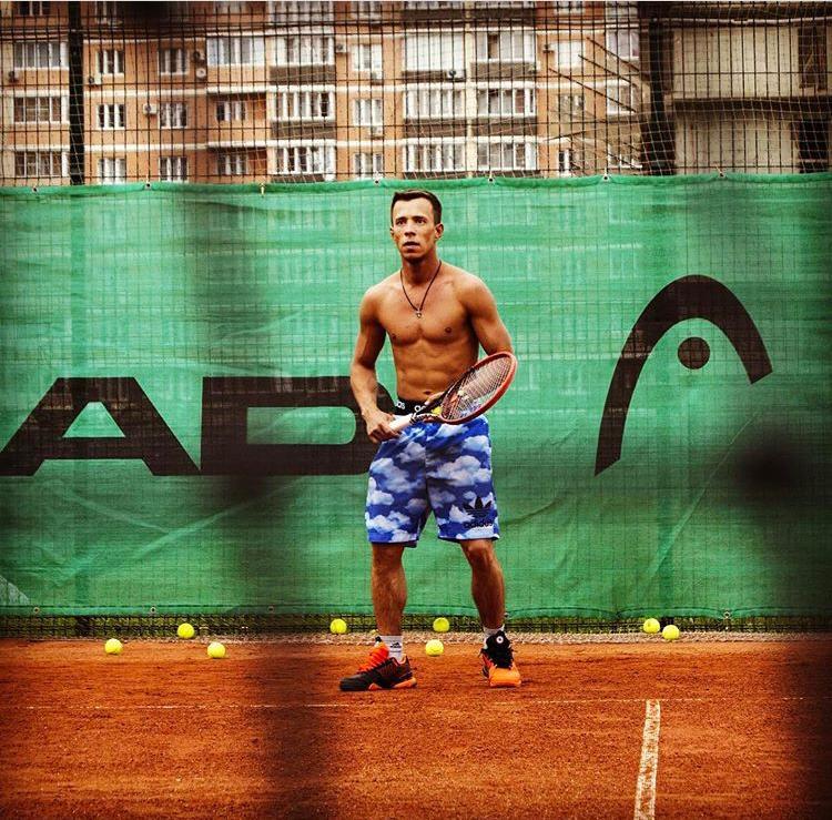 Поздравляем с днём рождения тренера по теннису МБУ «СШ №7» МОГК — Александра Александровича Осипова!