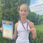 Воспитанница нашей школы Казимирова Алиса заняла 3 место в парном разряде среди девушек до 13 лет на турнире РТТ по теннису Первенство г. Донской, Тульская область 23 — 29.08.2021 г.